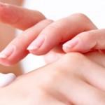Bí quyết giữ da tay mềm mại trong mùa đông