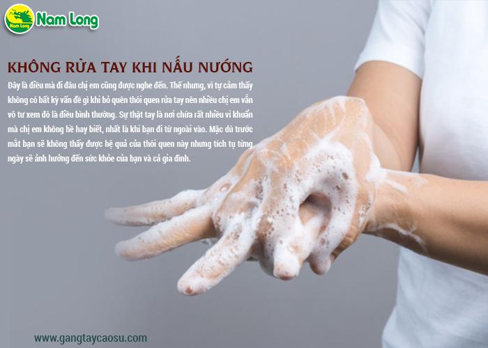 Không rửa tay khi nấu nướng