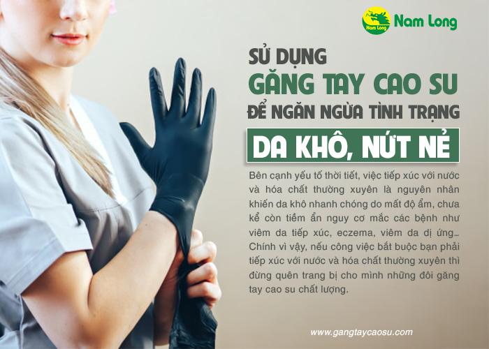 đeo găng tay cao su khi làm việc nhà là cách hiệu quả nhất để tránh nứt nẻ da tay vào mùa đông