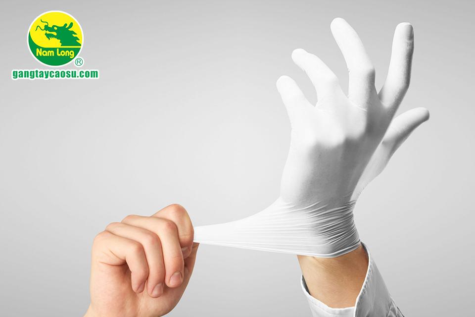 Găng tay cao su làm từ cao su thiên nhiên dẻo dai, khó rách khi kéo dãn